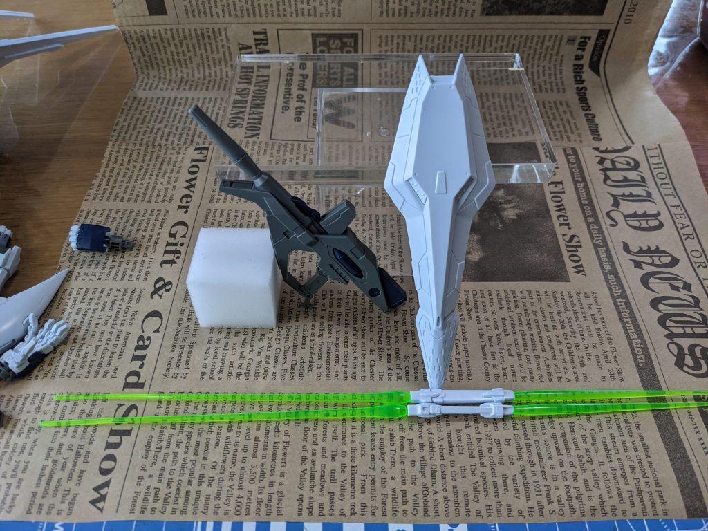 『Ξ(クスィー)ガンダム』武器一覧です。ビームサーベル2本とビームライフルが付属しています。