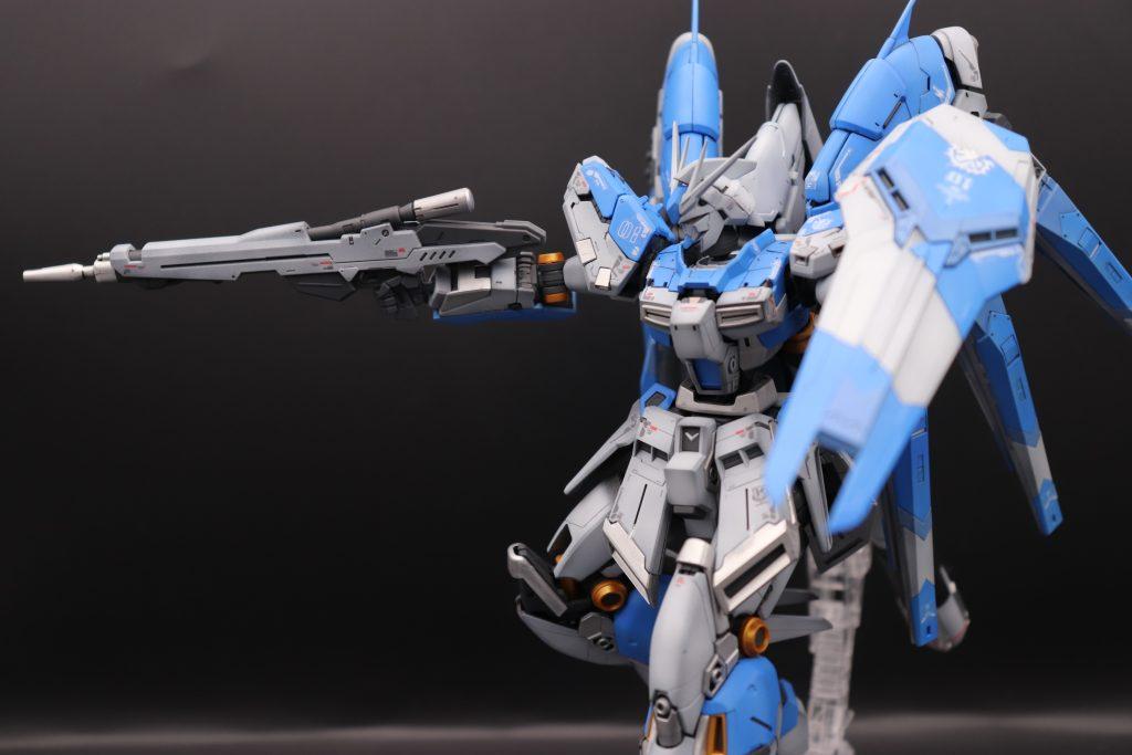 RG 1/144 Hi-νガンダム全塗装でポージング ビームライフル射撃構え3