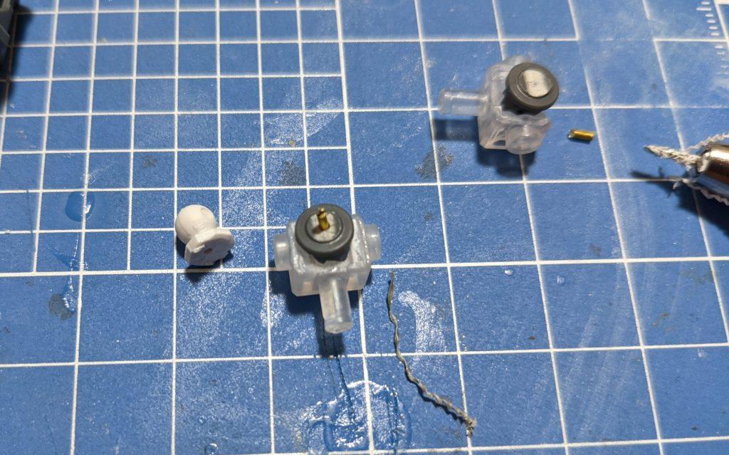 EGストライクガンダムの関節に真鍮線を導入